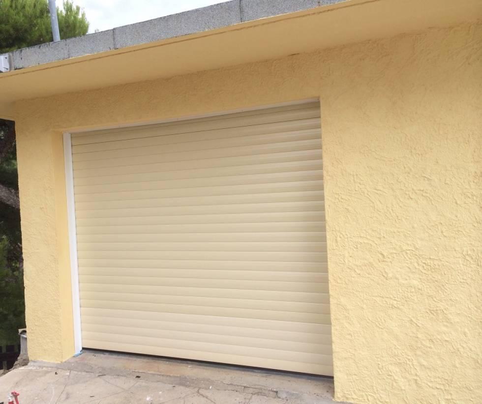 Fourniture et pose de porte de garage ensu s la redonne for Porte de garage martigues